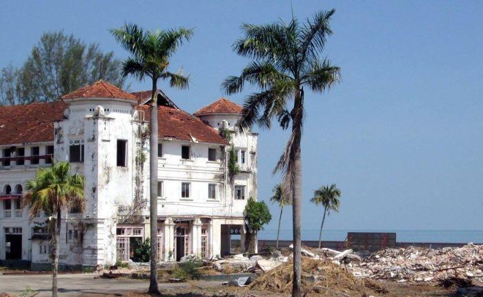 Bricks and mortals: two kinds of heritage, the same sadoutcome